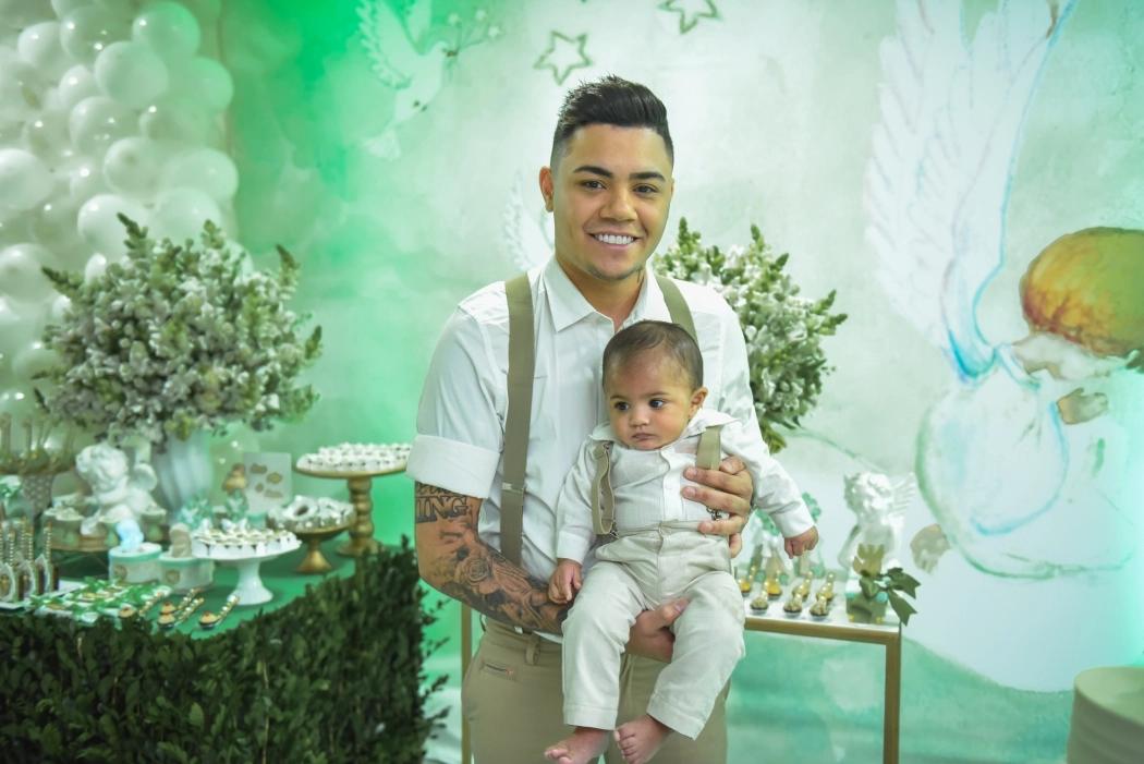 Filho de Felipe Araújo é batizado em Vitória – Litoral FM